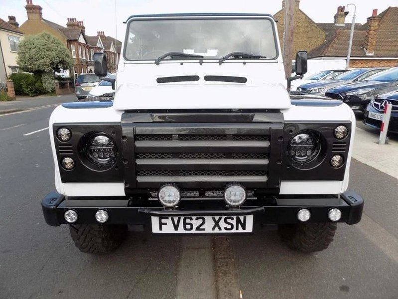 View LAND ROVER DEFENDER 110 County